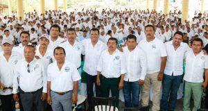 Arropa el sector transportista de la Costa al Diputado Local, Samuel Gurrión
