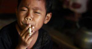 Jóvenes a partir de los 12 años prueban el tabaco; ignoran daños a su salud