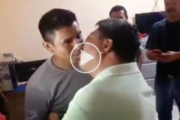 #VIDEO Acusan a líder de CTM en Oaxaca, de obligar a hombres a besarse a cambio de concesiones