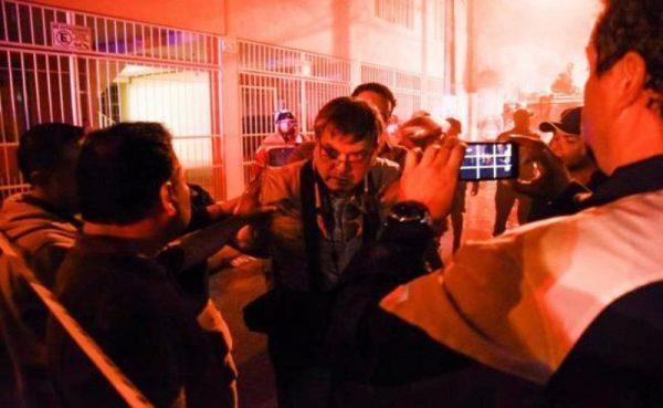 Arrestan y golpean a fotoperiodista en Veracruz