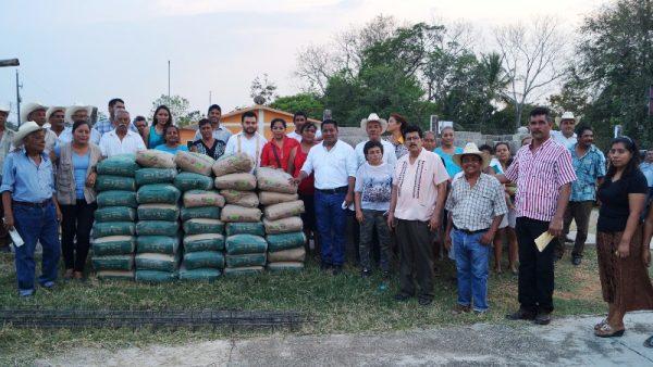 Continúa entrega de apoyos a comunidades a través de Programa Municipal Mejora