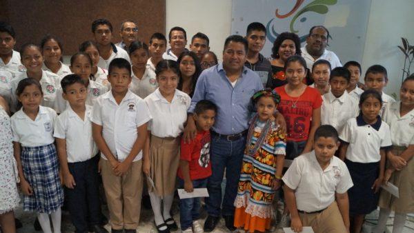 Van 132 niños y jóvenes beneficiados con el 50% que dona Dávila de su salario