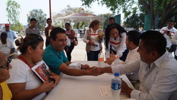 """En """"Lunes Ciudadano"""" atendió Bautista Dávila a 297 personas"""