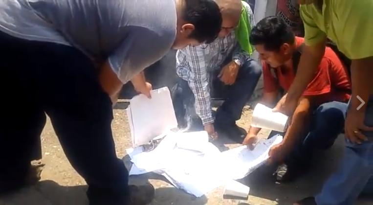 Quema CNTE notificaciones de evaluación docente en Tuxtepec