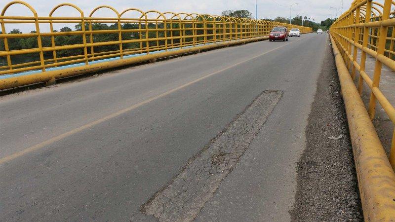 Puente de San Bartolo a punto de colapsar, piden limitación para vehículos pesados