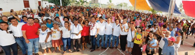 Celebran ciudadanos de Puerto Escondido cercanía y apertura del Diputado Samuel Gurrión