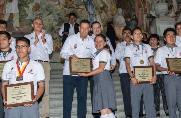 Reconoce Murat capital humano en estudiantes del Cobao