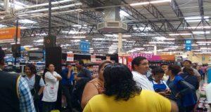 Paran labores trabajadores de Walmart y Sam's Salina Cruz, piden reparto de utilidades