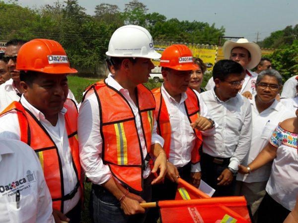 Inicia reparación de carretera Tuxtepec-Temascal