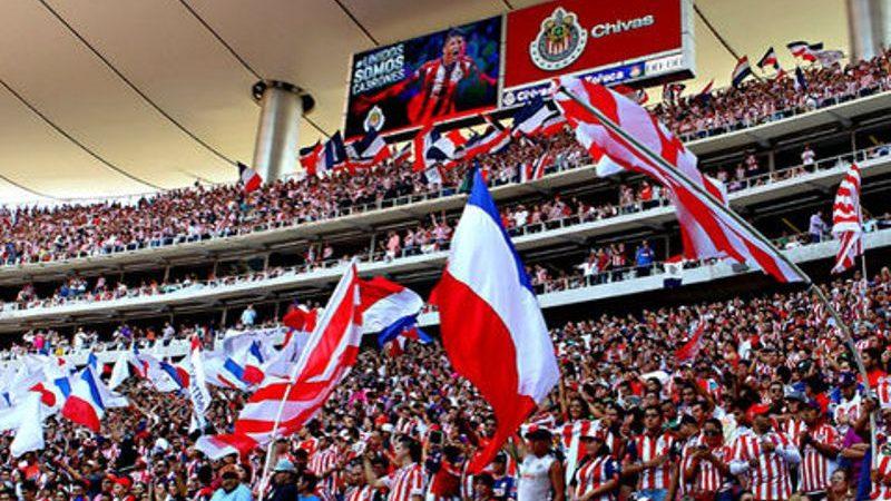 Roban a revendedores afuera del estadio Chivas