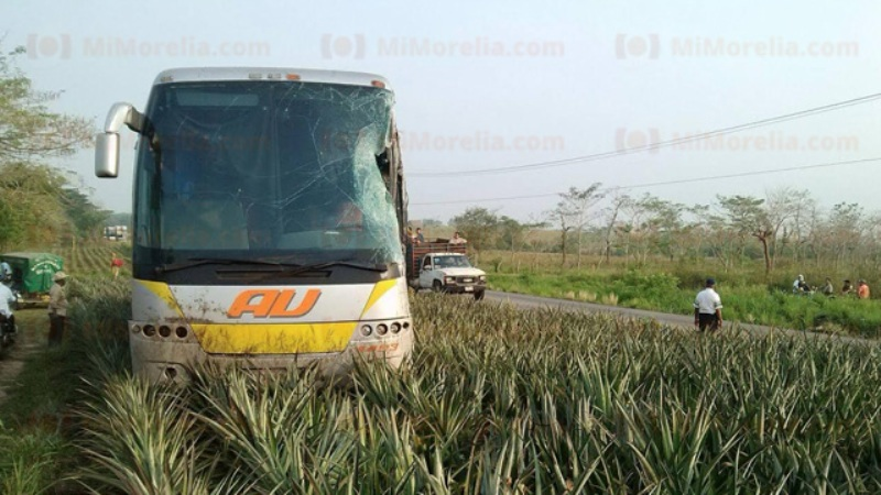 Se accidentan tres autobuses de pasajeros en carretera Tuxtepec-Loma Bonita