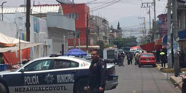 Tres policías muertos por intento de asalto a oficinas del PRI en Neza