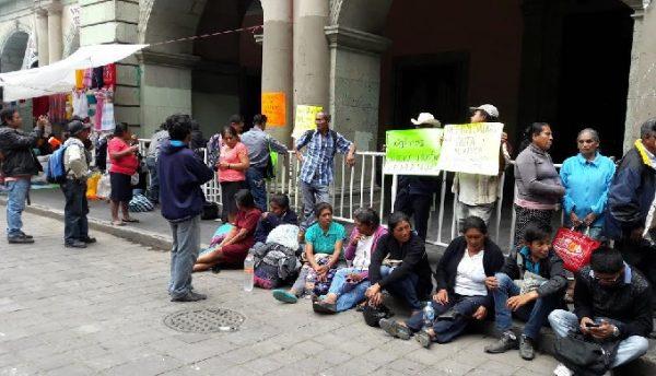 Defraudados piden atención en palacio de gobierno