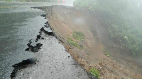 Lluvias afectan carreteras en Oaxaca