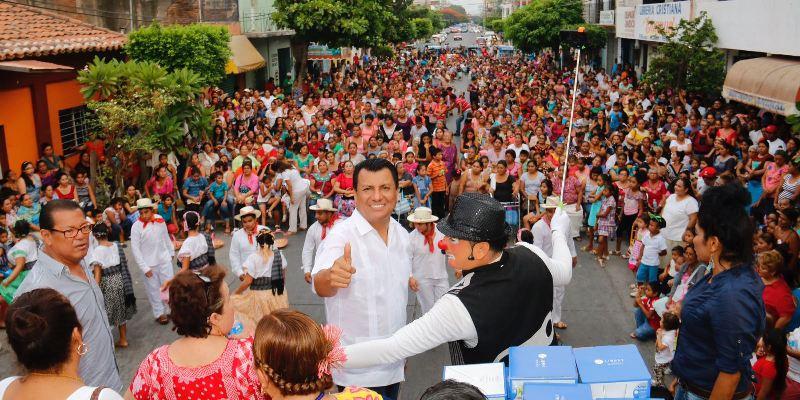 Celebra Diputado Local Samuel Gurrión, a las madres del Istmo