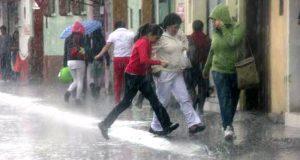 """En Alerta Oaxaca por Onda Tropical 6 y evento de """"Mar de Fondo"""""""