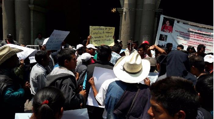 En palacio de gobierno habitantes de San Martín Peras exigen participaciones municipales