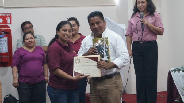 Tuxtepec necesita profesionales idóneos y con las más altas calidades humanas: Dávila