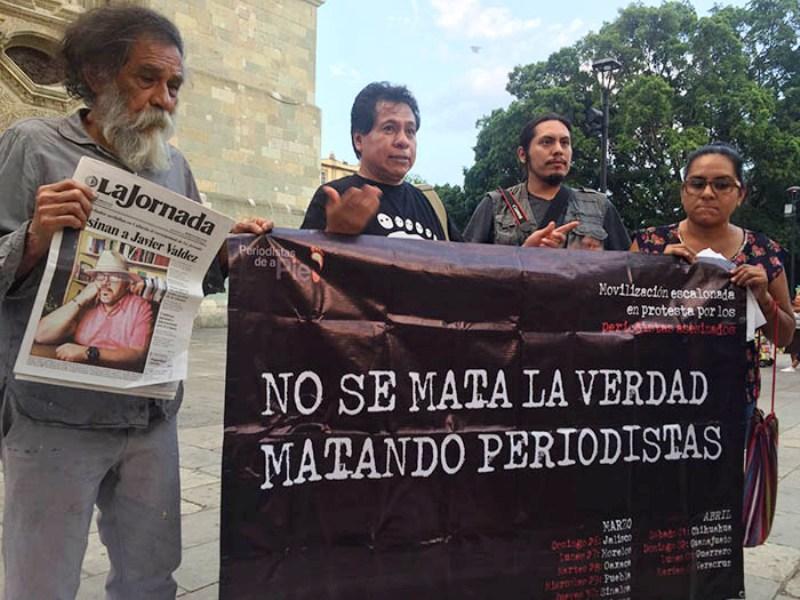 Periodistas de Oaxaca realizan velada por comunicadores asesinados en el país