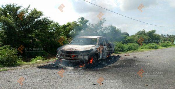 Queman Morena-PRD auto del IEEPCO y golpean a funcionario en Xadani