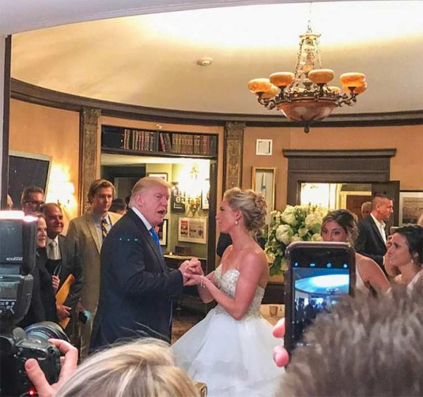 Video: Trump irrumpe de sorpresa en una boda
