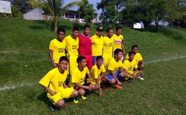 Entrega Paco Niño apoyo a jóvenes deportistas