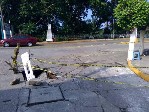 Se hunde pavimento sobre el muro boulevard