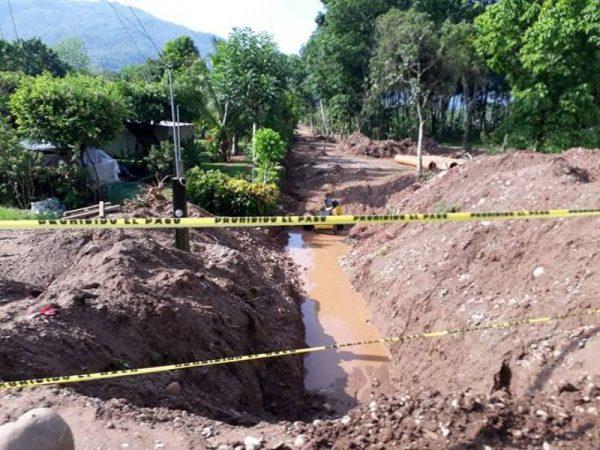 Obras de drenaje causa molestia y retraso en carretera Valle Nacional-Tuxtepec
