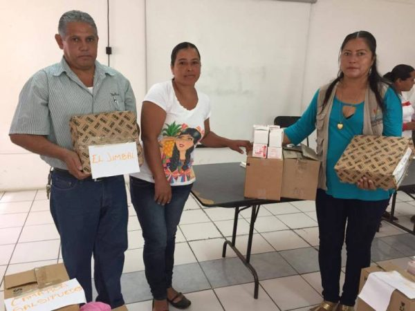 Gobierno de Tuxtepec entrega material para alumbrado público
