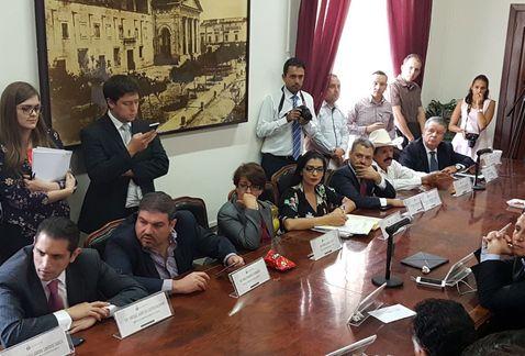 Congreso aprueba iniciativa #SinVotoNoHayDinero