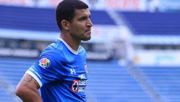 Maza se despide de afición y jugadores de Cruz Azul