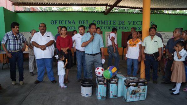 Dávila hace realidad sueños de los tuxtepecanos: habitantes de la colonia Del Carmen