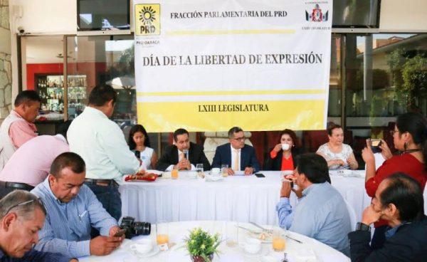 Refrendan diputados del PRD compromiso con la libertad de expresión