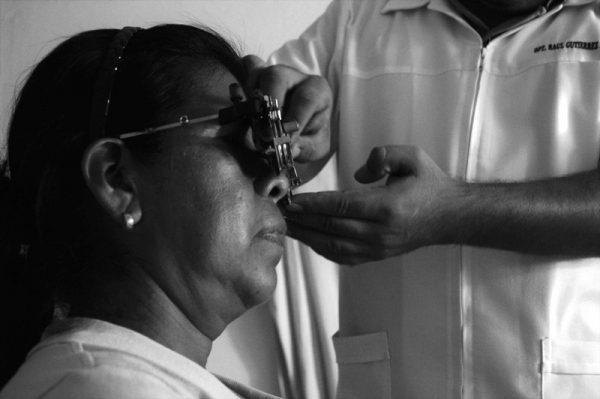 Ofrece DIF Tuxtepec lentes a bajo costo