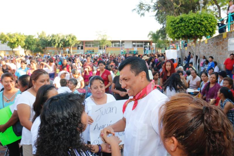En gira de trabajo el Diputado Samuel Gurrión, visita municipios de la Mixteca