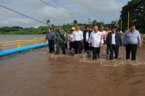 Supervisa Murat zona de desastre en el Istmo de Tehuantepec