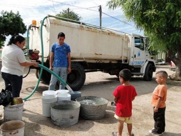 Escases de agua en El Castillo, se debe a que abastecen a otras colonias: Colonos