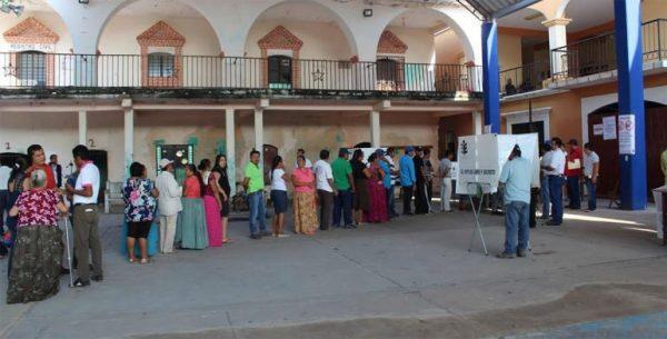 Avanza en calma votación en Santa María Xadani