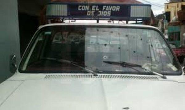 Disparan contra camioneta de pasaje en la Mixteca; hay 2 muertos