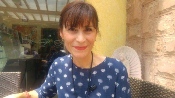 Esposa de Robles Montoya, evade responder sobre aspiraciones políticas