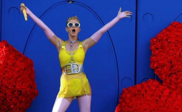 Katy Perry enseñó su trasero por accidente