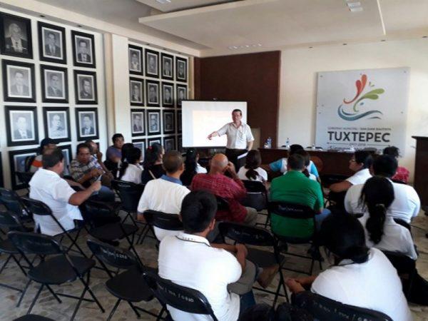 En conferencia sobreTuxtepec, asistentes cuestionaron permanencia de Moctezuma en el municipio