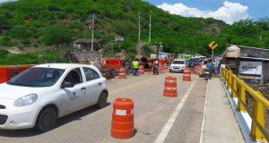 Permiten paso con restricciones a vehículos en puente de Tequisistlán