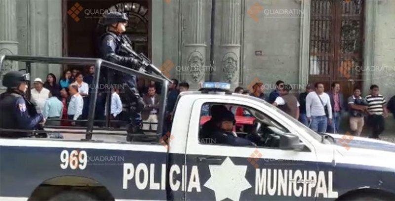 Resguarda policía examen de admisión de Derecho en la UABJO