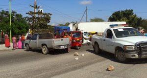 Cumple 6 días bloqueo en carretera del Istmo