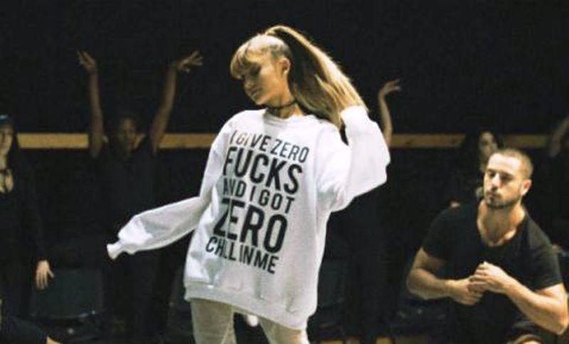 Ariana Grande cautiva a miles de fans en el Palacio de los Deportes