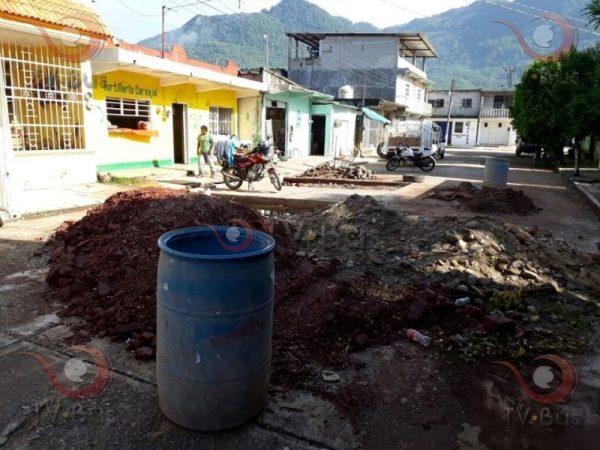 Con calles en mal estado y drenaje colapsado, exigen a edil de Valle que cumpla