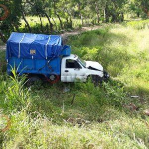 Ebrio choca contra particular en Valle Nacional