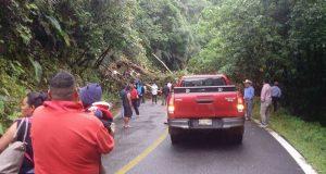 Bloqueada carretera Tuxtepec-Oaxaca por deslave