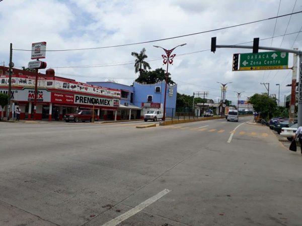 Inservibles semáforos en boulevard Benito Juárez e Independencia